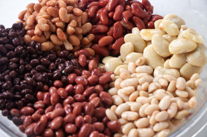 Six different bean varieties that are in cowboy baked beans.